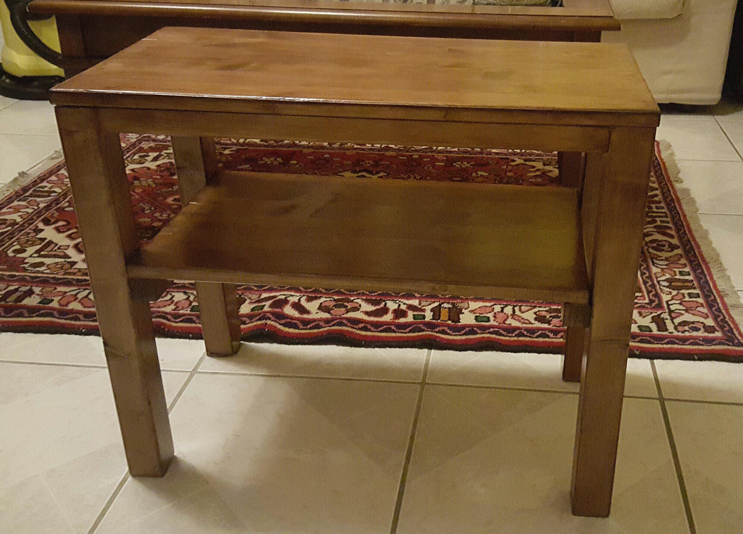 Tavolino con ripiano