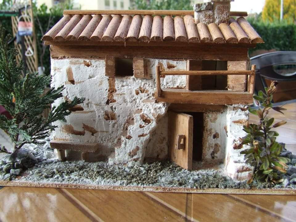 Casette in miniatura fai da te fardasefapertre for Diversi tipi di case da costruire